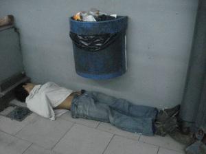 SUBTE. Depósito de residuos humanos. El de arriba.