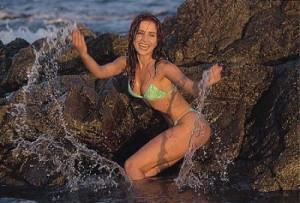 Natalia Oreiro, a quien muchos admiramos, abrazó el ambientalismo y dirige un programa de preservación, concientización a la población. http://images.google.com.ar/images?client=firefox-a&rls=org.mozilla:es-AR:official&channel=s&hl=es&q=natalia+oreiro&um=1&ie=UTF-8&ei=IxugSferEIH8tgeS28D5DA&sa=X&oi=image_result_group&resnum=1&ct=title
