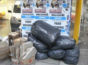 Las bolsas que se sacan por la tarde de los residuos acumulados durante el día suelen ser voluminosas.