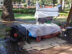 Prolijos cuidan sus pertenencias, hay pobreza, inanición.