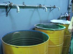 Luego del filtrado inicial comienza el proceso con esa materia prima del reciclado.