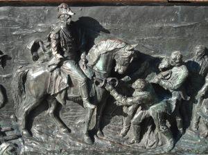 El General en su caballo, asistido por soldados sin nombres.