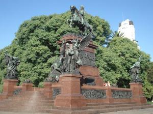 El monumento al General José de San Martín, majestuoso, no tan grande, digno de ser visitado, que impresiona muy bien.