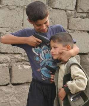 En esos países hay violencia todo el tiempo... no entendemos porqué, si son pobres no hacen algo...serán vagos...
