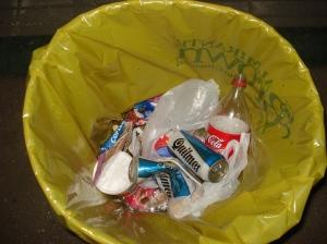El contenido de basura de algunos tarros, si bien escaso, podría indicar que hay personas que sí se ocupan de arrojar sus desperdicios donde corresponde.