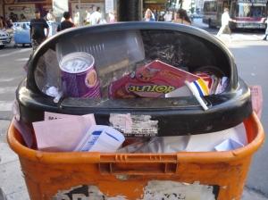 Colmados de residuos no pueden seguir cumpliendo su función.
