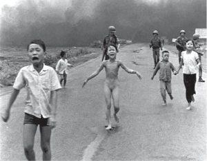 ...pobres siempre hubo... ... guerras siempre hubo... ...injusticias siempre hubo... ...la estupidez, ¿es nueva?
