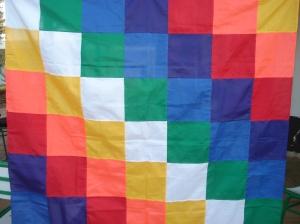 La bandera multicolor simboliza el arco iris: el color de lo que surge después de la tormenta.