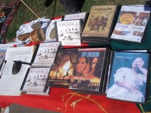 A la venta hay CD con las músicas del CAPOEIRA, la historia de la esclavitud, e derivaciones e informaciones de índole social.