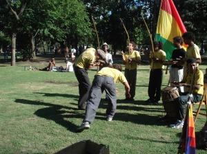 La práctica del CAPOEIRA es excelente, un completo deporte espectáculo que se debe difundir.