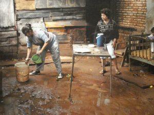 Secando el terruño tras la lluvia.