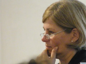 Silvia, hábil relatora y conductora de los acontecimientos del día.