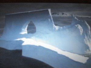 El hielo en los témpanos, el agua, el viento, el sol, todos hacen su parte...