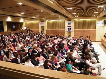 Asistentes al Foro Social, atentos a los interesantes conferencistas elegidos por Fundación Compromiso..
