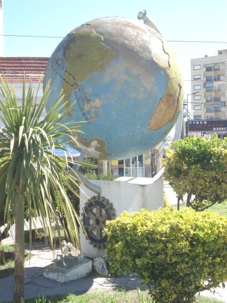 El mundo está en el centro de San Clemente del Tuyú, una ciudad pujante que debe ser visitada.