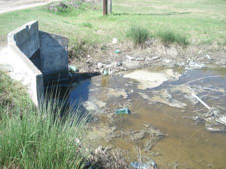 Los alcantarillados NO SON CLOACAS, no se deben usar para enviar desechos industriales, residuos, jabones, detergentes ni desagües cloacales.