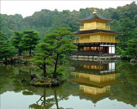 Casa a orillas de lago en Japón.
