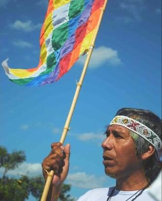 Basta de atropellos e incomprensión a los pueblos originarios. Basta de avasallamientos, agresiones, persecuciones, transculturalizaciones, invasiones, saqueos, agresiones, robos, engaños, mentiras, falsas promesas, basta de apropiaciones...respeto a su investidura.