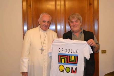 El Papa con la remera Q'om
