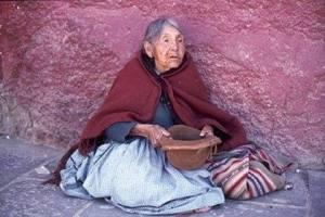 Boliviana pidiendo