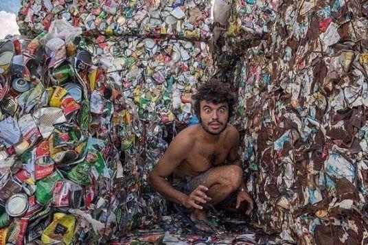 arte-con-basura-hombre-en-basural