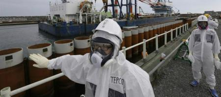 Japón tira agua-radioactiva-fukushima